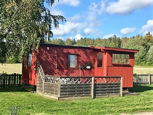 Charmig 2-bäddsstuga Kajutan på Horns Skärgårdscamping